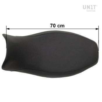 Langer schwarzer Sattel